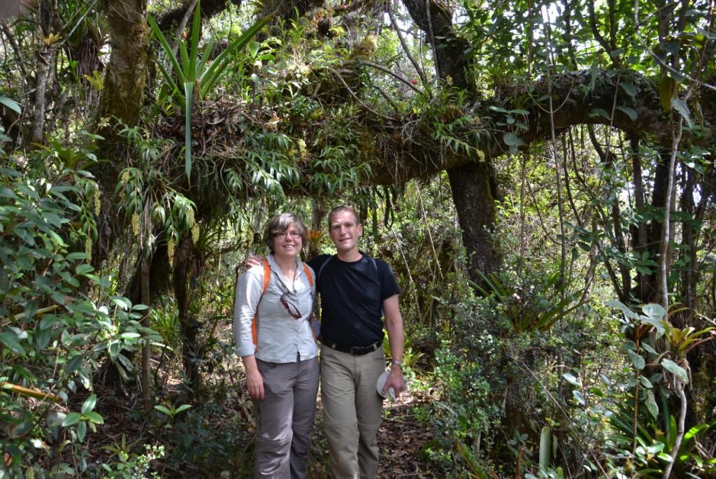 Lena och Eric i riktig djungelmiljö